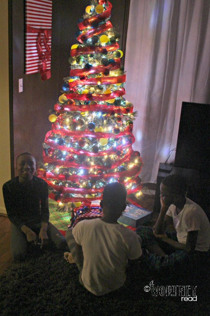boys around the tree advent idea