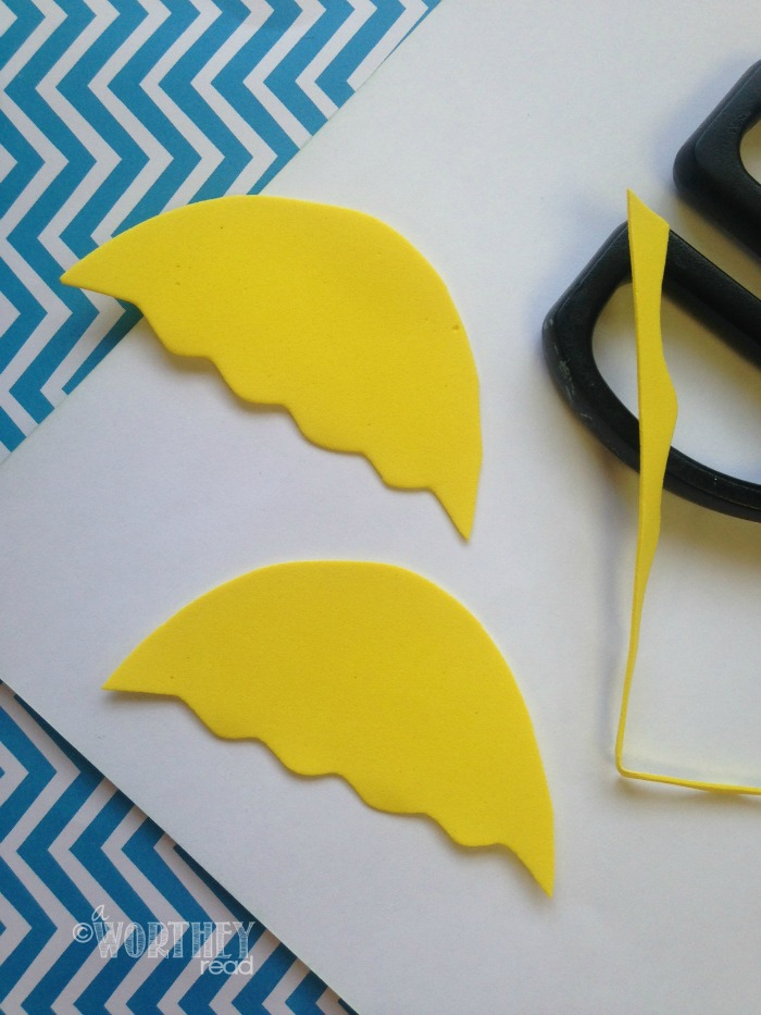 Easy Dr Seuss Related Craft- Great DIY for the kids. Dr Seuss DIY The Lorax Craft