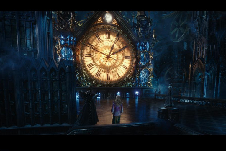 Life Lessons We Can Learn from Alice Through The Looking Glass: