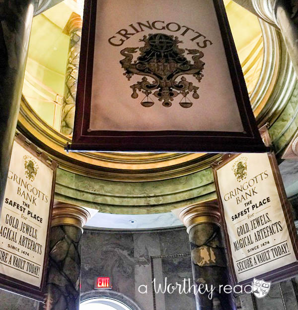 Check out the best things to do and experience at the Wizarding World of Harry Potter Orlando, Universal Studios Resort. We cover the best Harry Potter rides and experiences you should try when going to the Harry Potter theme park.