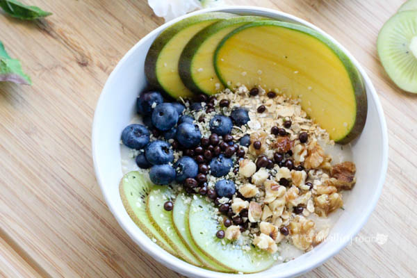 Easy Smoothie Bowl For Breakfast for Non Dairy Eaters