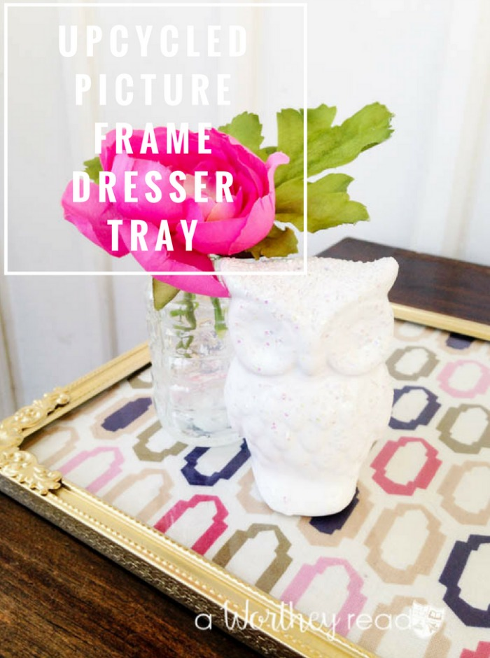 I love upcycle ideas for taking old junk and creating something new. Here's an easy upcycled DIY project to try this weekend. Upcycled Picture Frame Dresser Tray