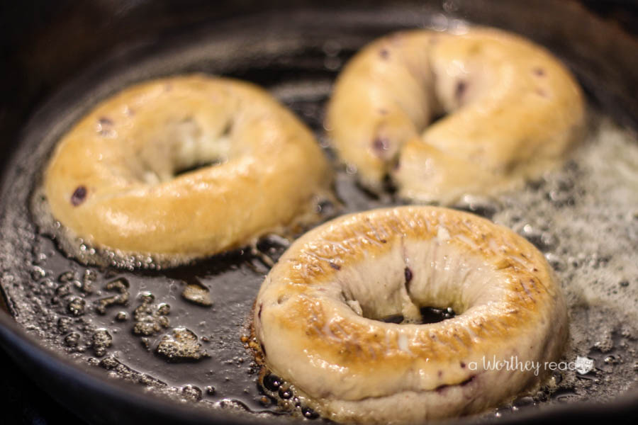easy-breakfast-idea-with-bagels