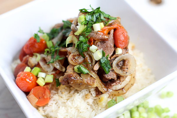Oxtails can be easily made in an instant pot. Mixed with vegetables and jasmine rice, try this instant pot recipe idea on a weeknight or for a special holiday! {instant pot recipe} Oxtails with Vegetables + Jasmine Rice