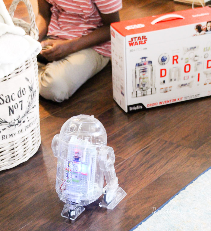 Every kid (and probably adults) want an R2-D2. I'm sharing how you can have your very own R2-D2, one of this year's hottest toy gift ideas, theStar Wars Droid Inventor Kit. Plus, I'm giving one away and sharing my thoughts onWhy You Need To Buy Your Kids A Star Wars Droid Inventor Kit for the kids this holiday season!