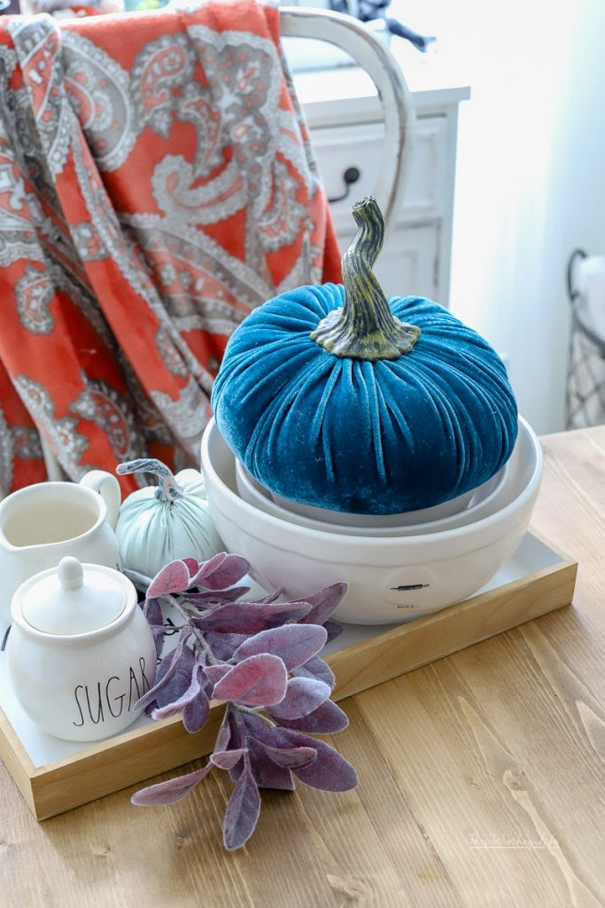 How to decorate with Rae Dunn fall stuff
