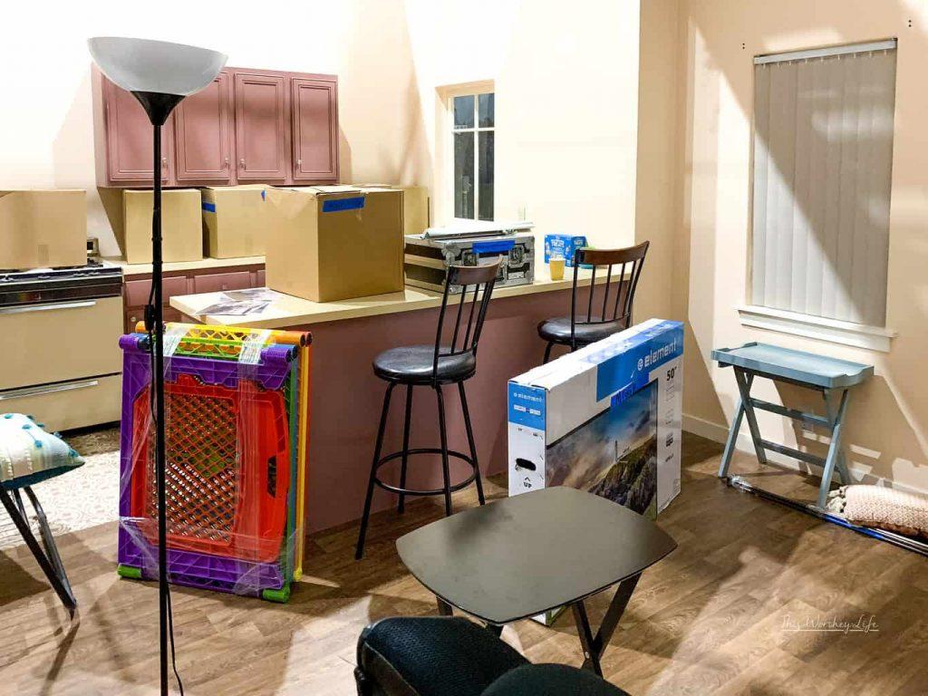 Miggy's apartment on Single Parents
