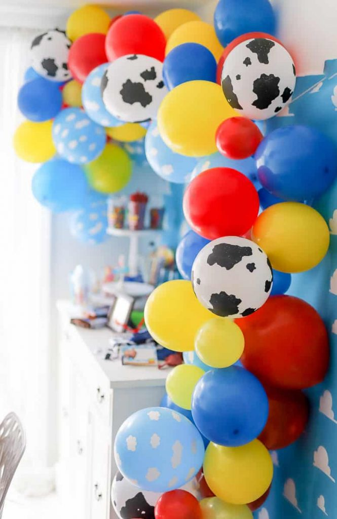 How to assemble a Toy Story Balloon Garland for a party