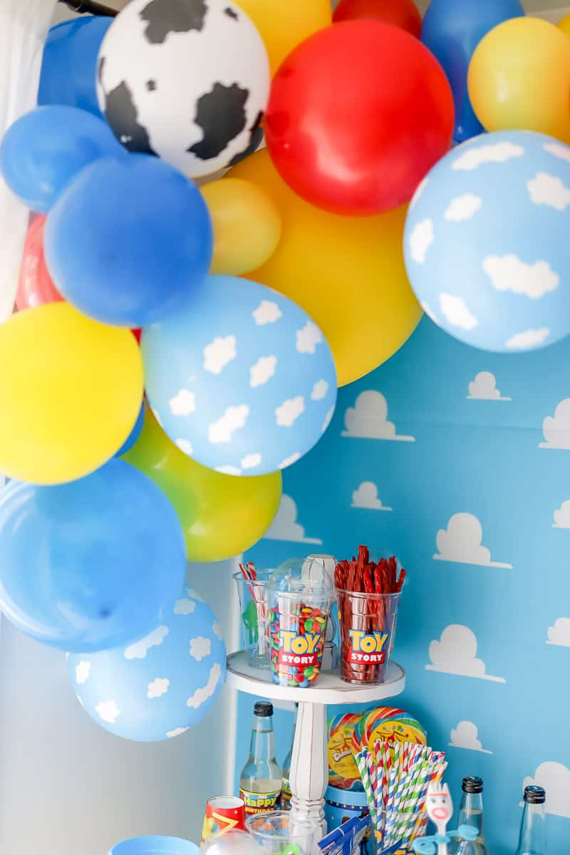 Diy Idea How To Make A Toy Story Balloon Garland