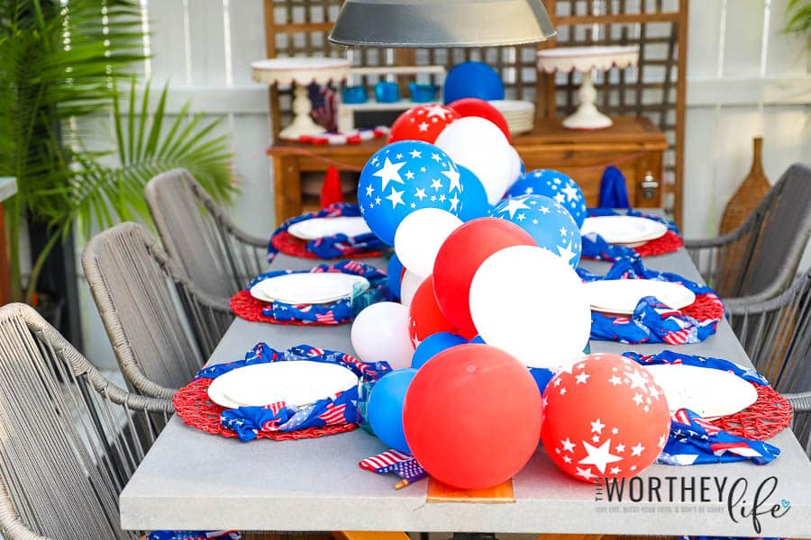 DIY Patriotic Balloon Garland for a Tablescape