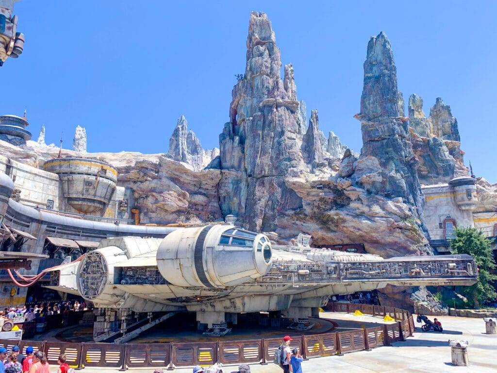 When you go to Disney, visit Black Spire and use this Galaxy's Edge to-do list for everything awesome in this unprecedented galactic adventure.
