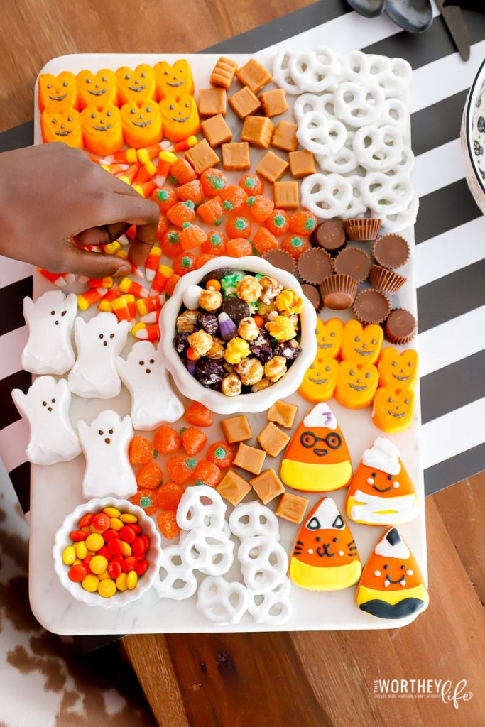 how to make Halloween Candy Board