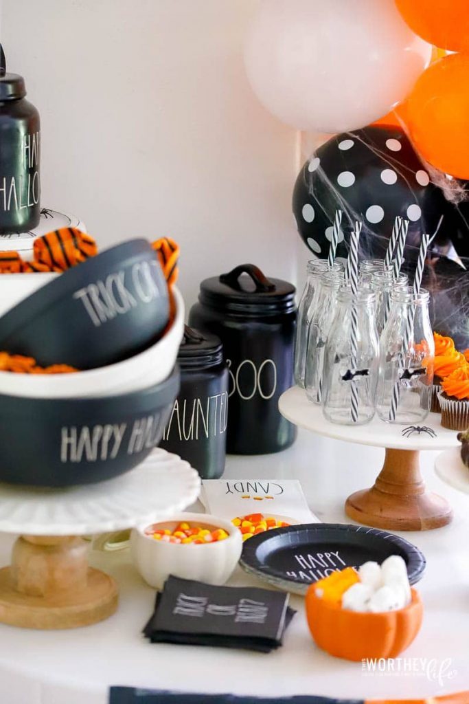 How to set up for a Halloween party