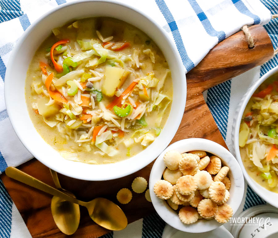 Hearty vegetable and pasta soup