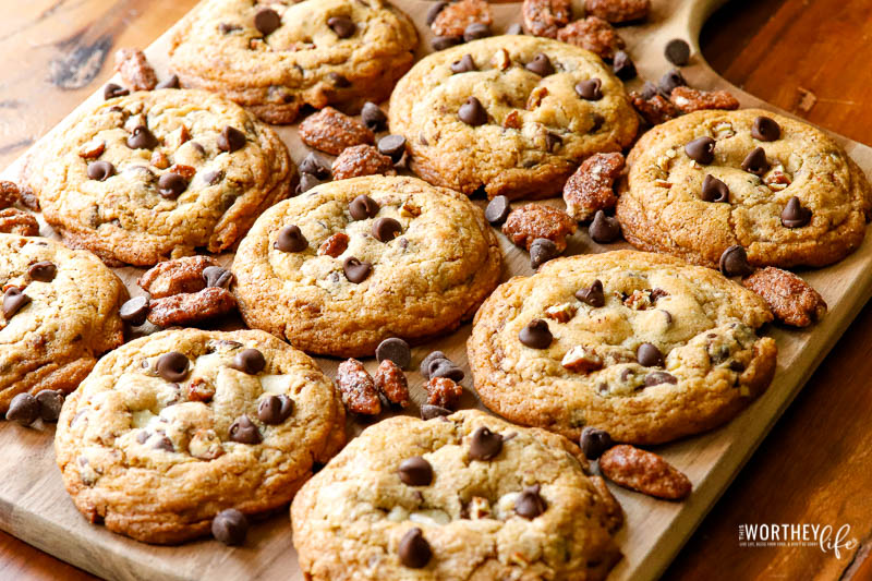 The chocolate and pecan cookies
