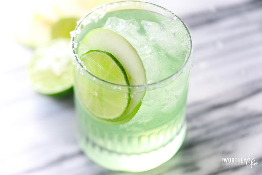 sour apple cocktail