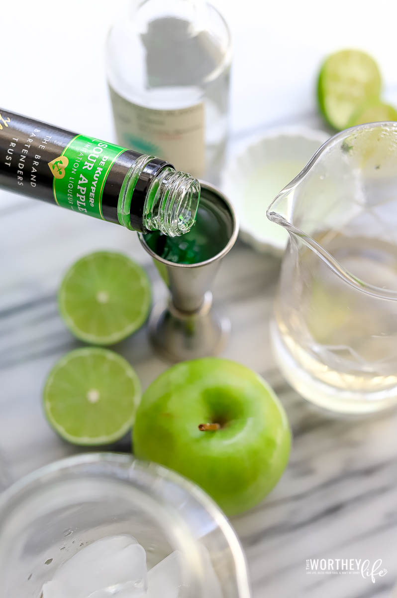 how to make a sour apple margarita