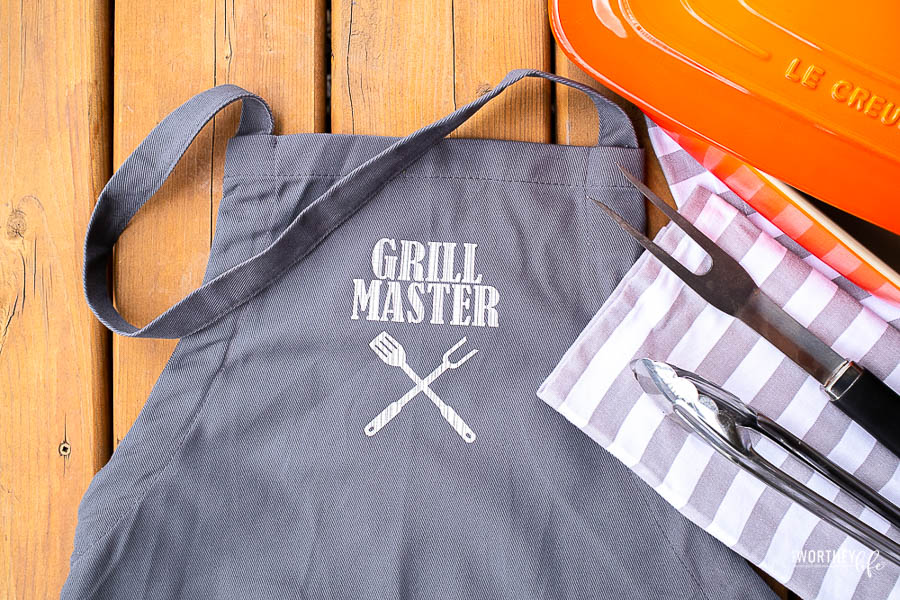 How to DIY Grill Master Apron Using A Cricut EasyPress With FREE SVG