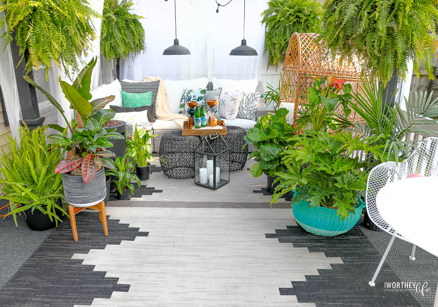 Creating An Outdoor Living Space | Backyard Patio Idea