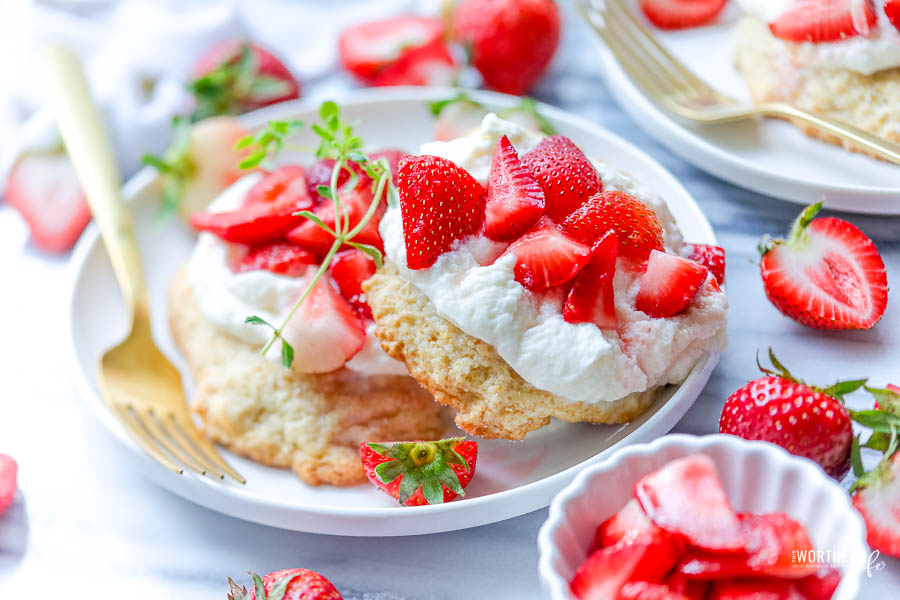 the best summertime strawberry desserts