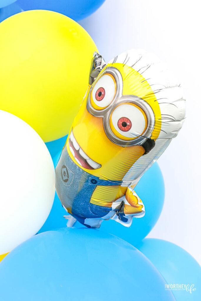 Assembling the Minions Balloon Garland