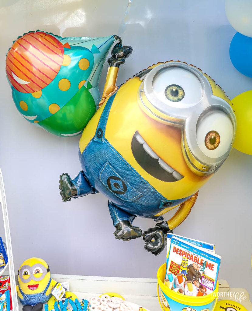 Minions Balloon Garland
