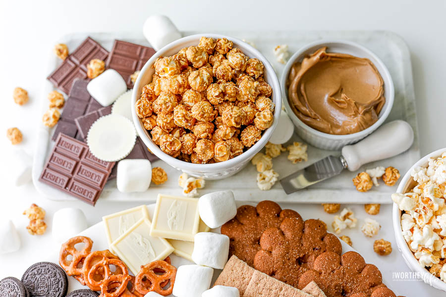 How to style your s'mores grazing board