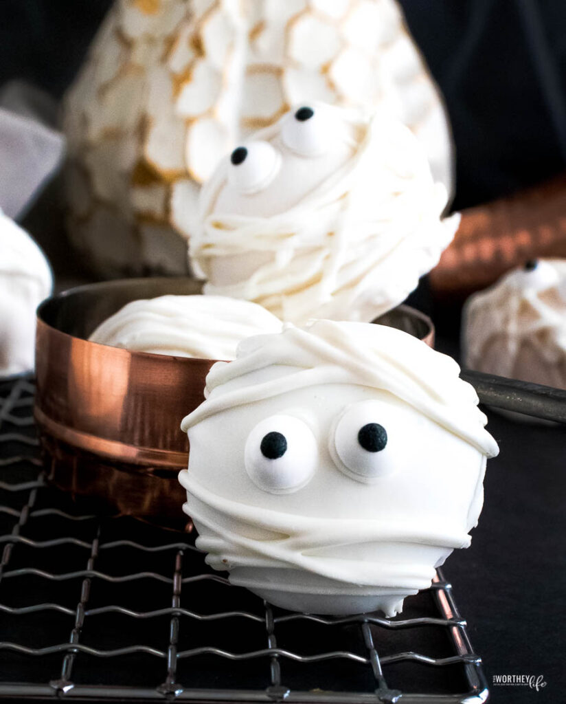 Tips for these easy Halloween Truffles