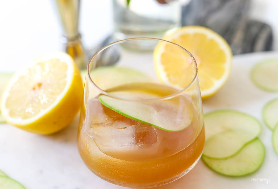 apple cider and rye cocktail